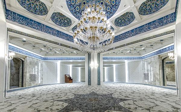 مسجد جامع و قطب مذهبی بازار بزرگ ایران