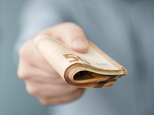 پرداخت پول از طریق چک های بانکی