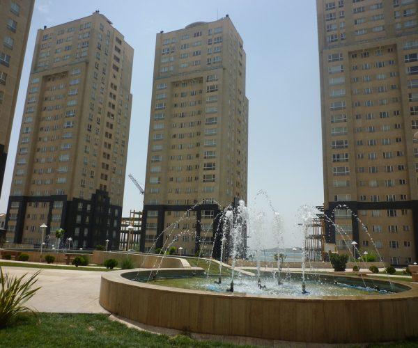 فروش آپارتمان۱۳۶متری در برجهای پارسیا شمال دریاچه چیتگر