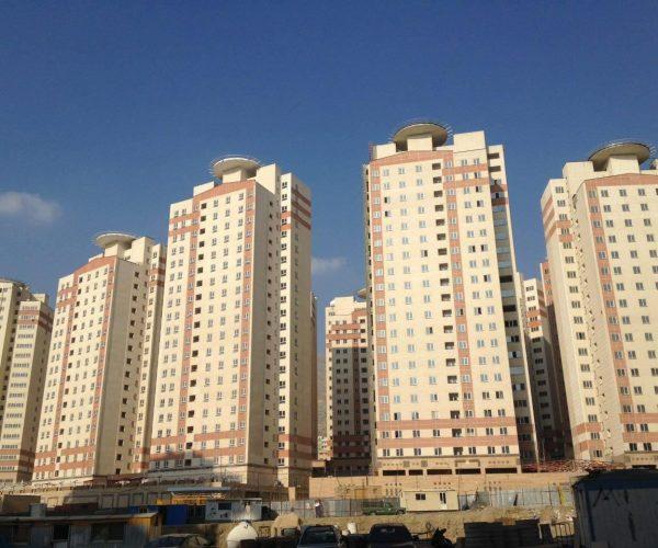فروش آپارتمان 107 متری در برجهای آسمان شمال دریاچه چیتگر