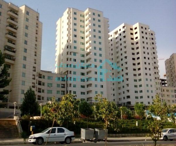 فروش آپارتمان ۱۳۰ متری در برجهای سروناز منطقه۲۲