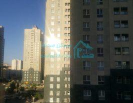 فروش آپارتمان ۱۳۷ متری در برجهای پارسیا شمال دریاچه چیتگر