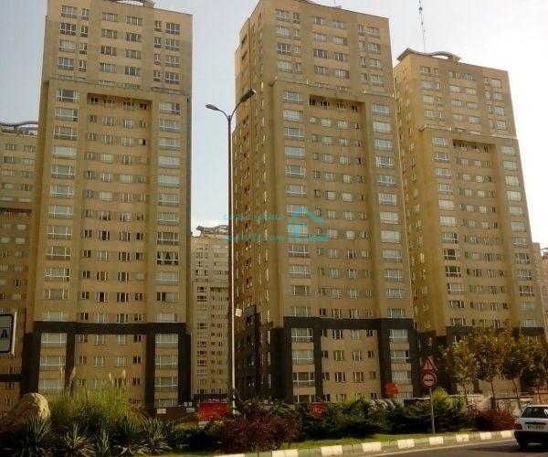 فروش اپارتمان ۱۳۶ متری در برجهای پارسیا منطقه۲۲