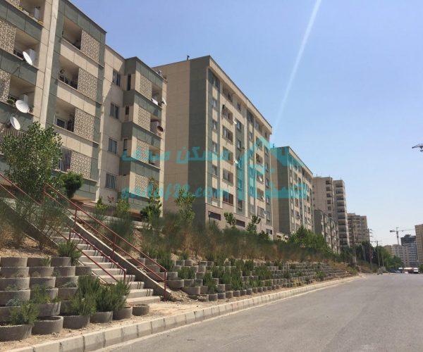 فروش آپارتمان ۱۱۵ متری در مجتمع بازنشستگان ارتش شمال دریاچه چیتگر