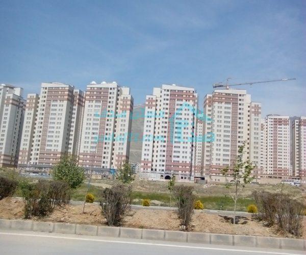 فروش آپارتمان ۱۱۰ متری در برجهای شمال دریاچه چیتگر